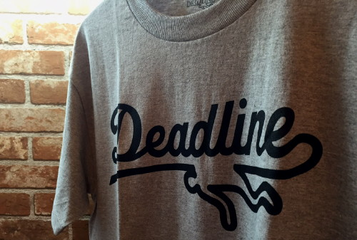 DEADLINE SPORTS LOGO TEE
